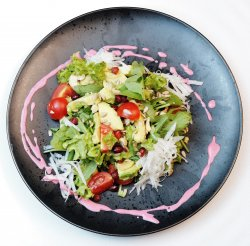 Salată veggy cu avocado și semințe image