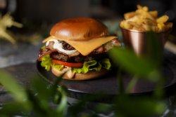 Classic Beef Cheeseburger