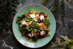 Salată cu avocado și brânză de capră cu trufe image