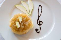 Camembert grating cu sos de pere și scaldi de parmezan image
