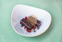 Baton de ciocolată cu unt de arahide image