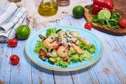 Salată cu creveți și legume coapte image