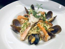 Seafood linguine image