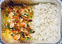 30% Reducere Pil Pil shrimps with basmati rice, wine, garlic, bell peppers and chilli image