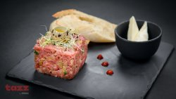 30% Reducere Beef tartar with spices and quails eggs image