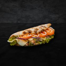 Sandwich cu cotlet  la grill image