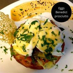 Ouă Benedict cu prosciutto image