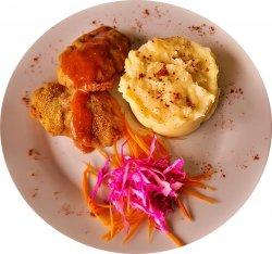 Pârjoale moldovenești cu piure de cartofi image