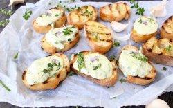 Crostini formaggio image