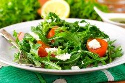 Salata de rucola cu roșii cherry image