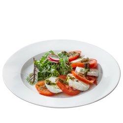 Salată Caprese cu mozzarella de bivoliță și busuioc/Caprese salad with buffalo mozzarella and basil image