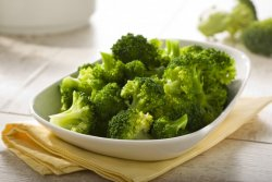 Broccoli lessati all'agrodolce  image