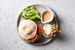 Double cheesy burger cu cartofi dulci prăjiti și pecorino  image