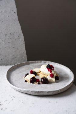 Mousse de tofu cu ciocolată albă și sfeclă  image
