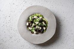 Salată cu roasted beet, semințe de dovleac cu alge wakame și brânză de capră  image