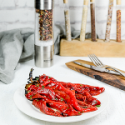 Grilled red peppers, parsley & garlic image