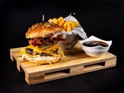 Meniu Burger AMERICAN (vita), cartofi prajiti, sos image