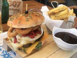 Meniu CHEESY CHEF burger, cartofi prajiti, sos + free drink image