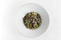 Salată asiatica cu mușchi de vită image