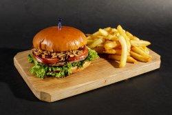 Burger vită și cartofi prăjiți image
