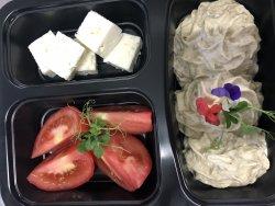 Salata de vinete cu branza, rosii si chifla  image
