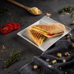 Sandwich cu mozzarella și roșii image