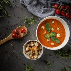 Supă cremă de roșii coapte cu paprika afumată și brânză burduf image