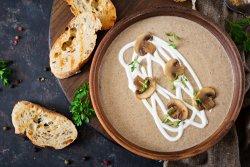 Supă cremă de ciuperci de pădure cu parmezan și nucă image