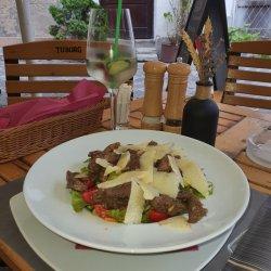 Salată calda cu vită si rodie 300 g image