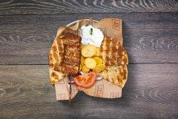 Portie pentru copii souvlaki de pui cu bacon image