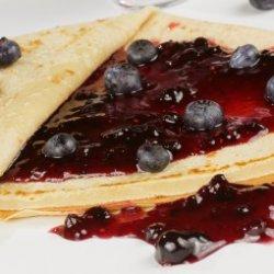 Clatite cu dulceata de fructe de padure image