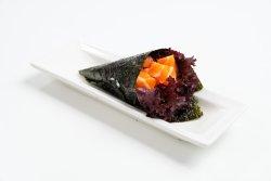 Spicy salmon temaki image