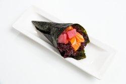 Spicy salmon & tuna temaki image