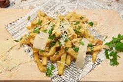 Cartofi prăjiți cu parmezan și usturoi image