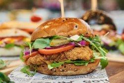 40% Reducere: Crispy Chicken Burger image