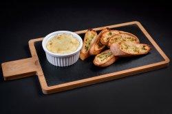 Cremă de brânză cu ierburi la cuptor image