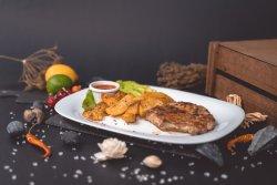 Ceafa de porc, cartofi wedges si salata de muraturi image