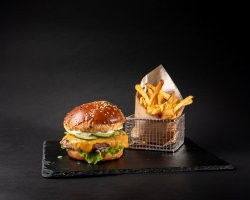 Burger Bulevard cu cartofi prăjiți image