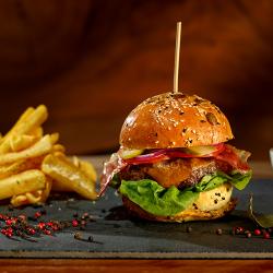 Burger de vită xxl cu cartofi prăjiți image