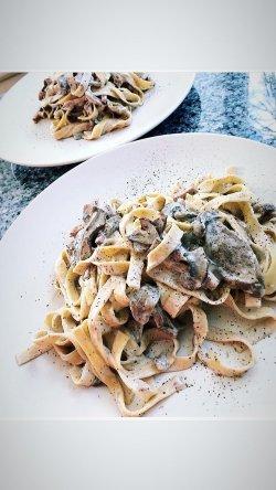 Penne/Spaghetti prosciutto e funghi image