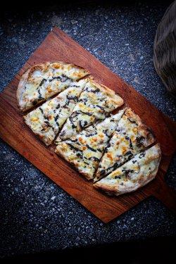 Pizza Tartufata image