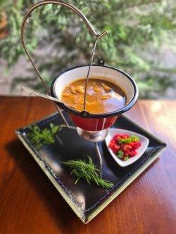 Ciorbă de peşte la ceaun cu crap si somn (reteta ungureasca) image