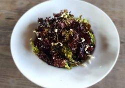 Salată creata cu usturoi image