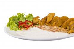 Piept de pui cu sos gorgonzola si cartofi aurii image