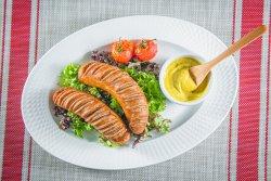 Cârnați Thuringer cu salată de cartofi image