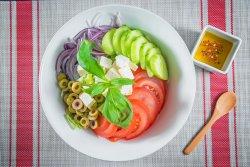Salată tradițională grecească image