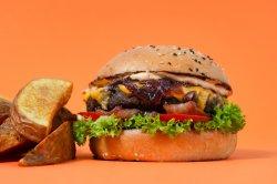 Burger Baltazar (plus cartofi și sos) image