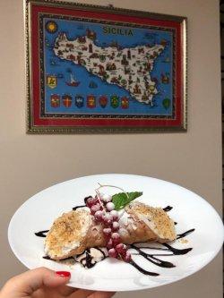 Cannoli Sicilian cu fructe image