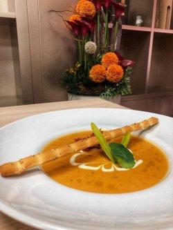 Supă cremă de legume coapte cu bacon image
