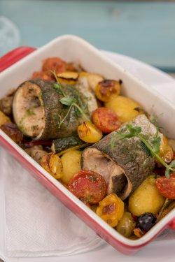 File de pastrav cu legume la cuptor  image